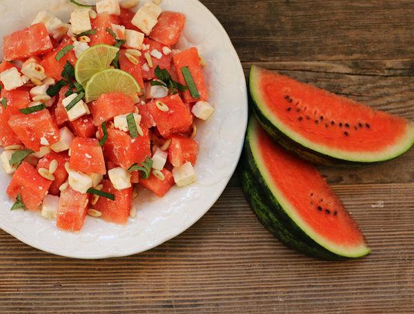 Wassermelonen-Feta-Salat mit Limetten-Dressing