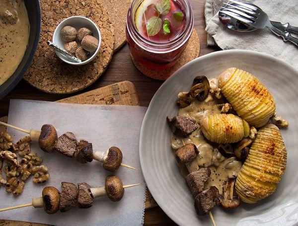 Ein bisschen Wild(-Schwein) für das richtige Herbstfeeling. Mit Pilzen und Kartoffeln.