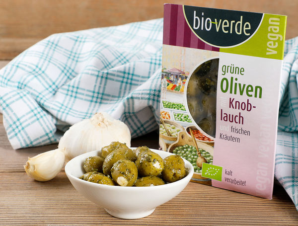 bio gr ne oliven mit knoblauch von isana bio verde liefern lassen. Black Bedroom Furniture Sets. Home Design Ideas