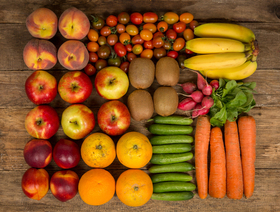 Bio Saison-Korb mit Obst und Snack-Gemüse für Büro