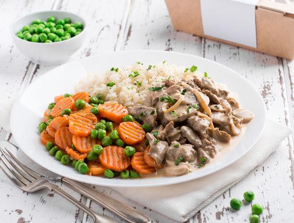 Bio Zürcher Geschnetzeltes mit Reis, Erbsli und Rüebli, ca. 500g von Zentrum Metzg bei Farmy.ch online einkaufen.