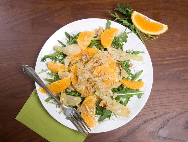 Glasierter Walnuss-Fenchel auf Rucola-Orangen-Quinoa
