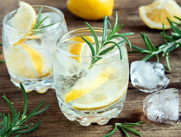 Vodka Lemon mit Rosmarin-Sirup